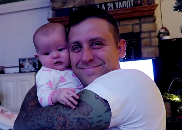 Image of Roman Atwood with his daughter Cora Atwood